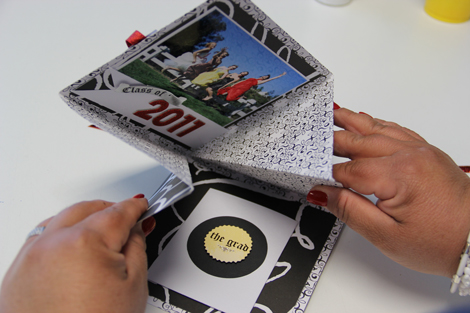 Grad-card-fold